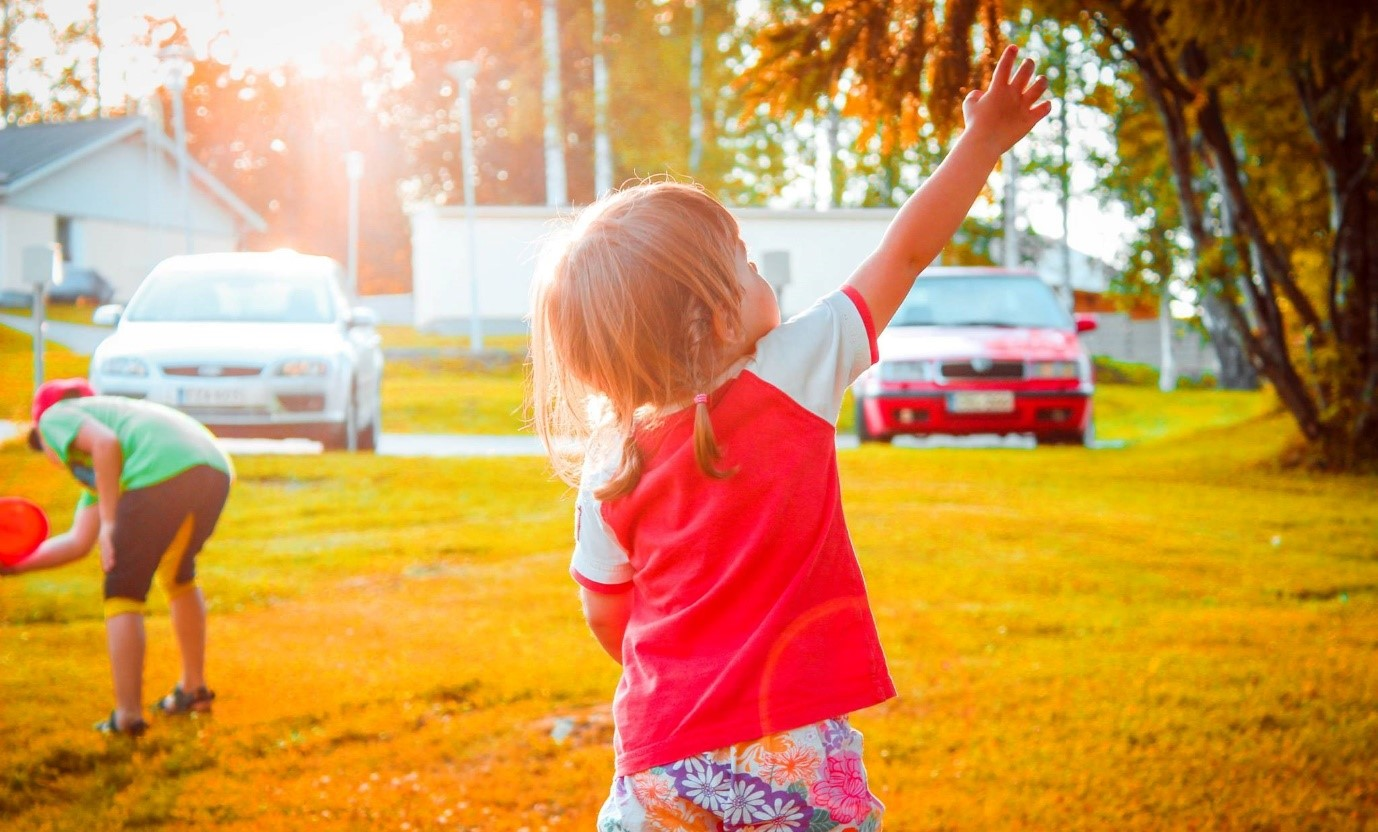 childrens outdoor play activities can encourage kindness