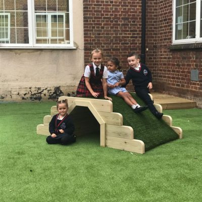 Robust children's play tunnel for schools